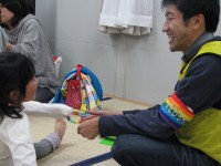 柴田さんは「こどもと遊ぶとやっぱり癒される」と語る